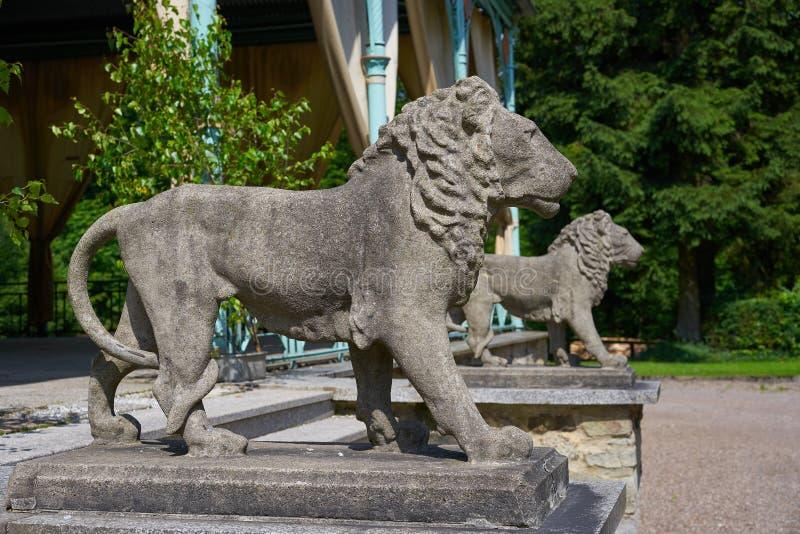 Detalhe das estátuas do leão na cruz de Josheps em Stolberg Harz imagens de stock