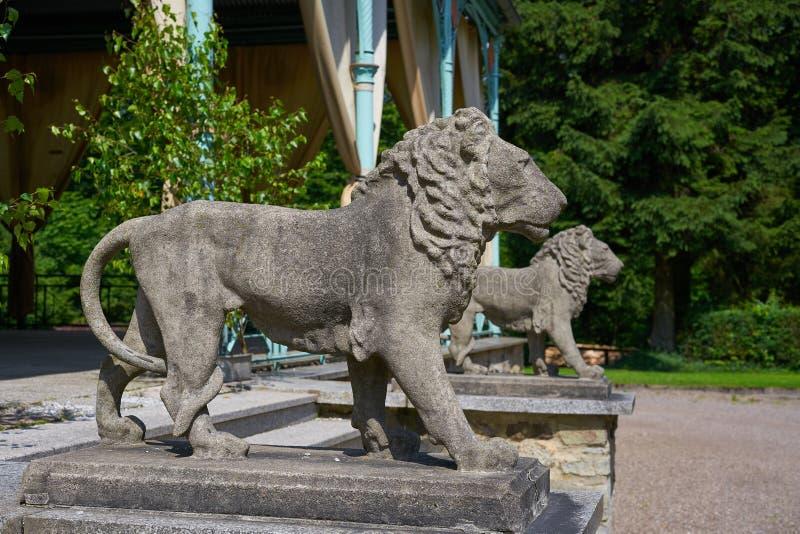 Detalhe das estátuas do leão na cruz de Josheps em Stolberg Harz imagem de stock royalty free
