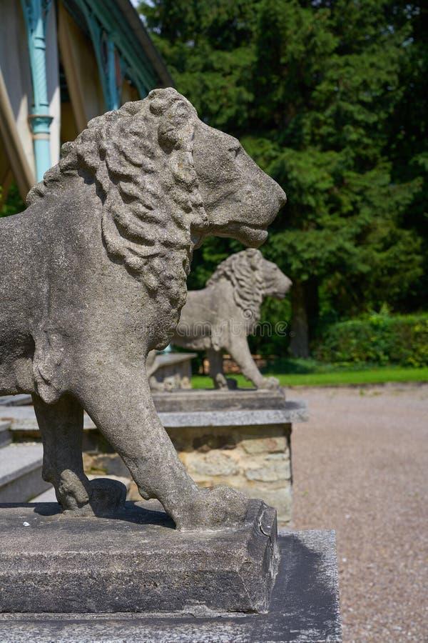 Detalhe das estátuas do leão na cruz de Josheps em Stolberg Harz imagens de stock royalty free