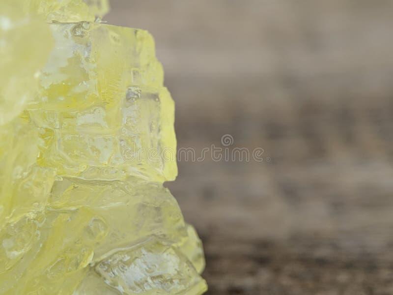 Detalhe de açúcar marrom da rocha no tiro macro imagens de stock royalty free