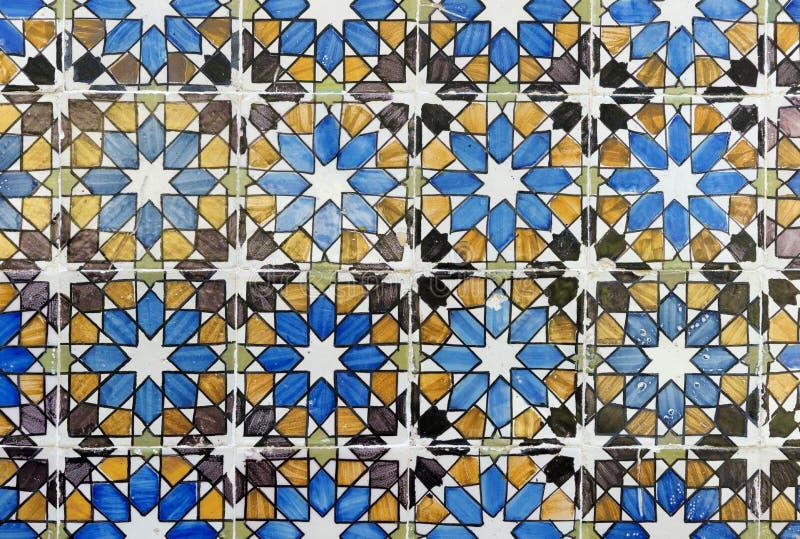 Detalhe de algumas telhas portuguesas típicas imagem de stock