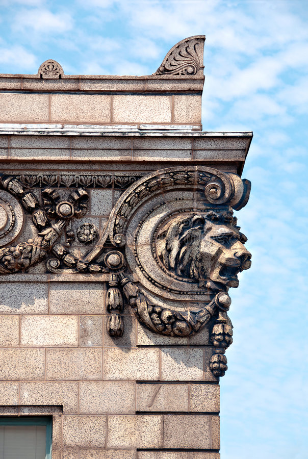 Detalhe de Archirectural de cabeça de um leão imagens de stock
