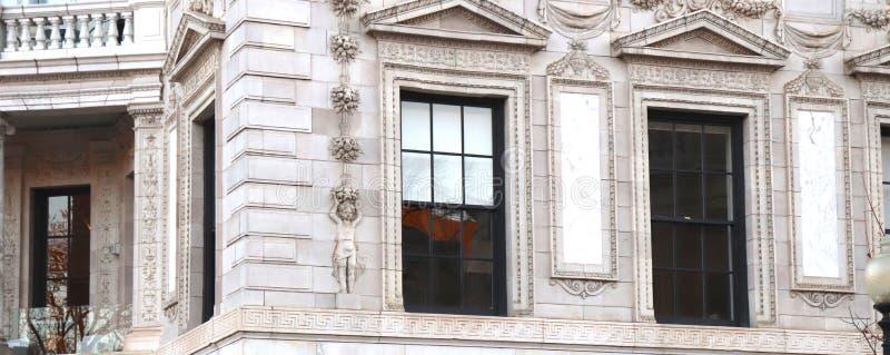 Detalhe de arquitetura fina na construção histórica imagens de stock