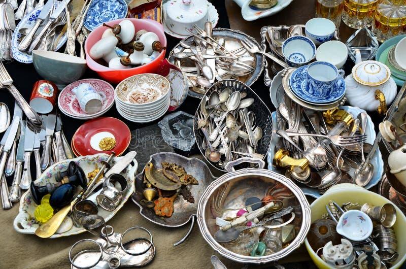 Detalhe de bens na feira da ladra em Bruxelas foto de stock royalty free