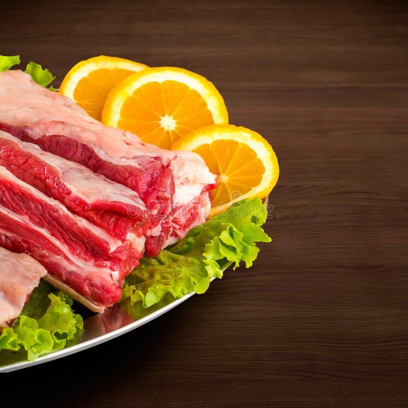 Detalhe de carne fresca e crua Reforços e costeletas de carne de porco crus, uncu imagem de stock royalty free