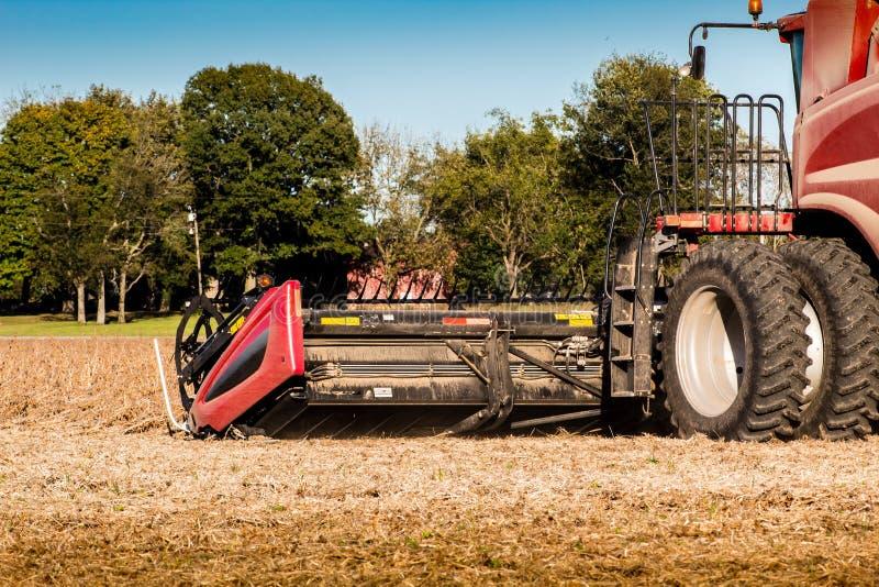 Detalhe de ceifeira durante a colheita do outono em Illinois imagem de stock