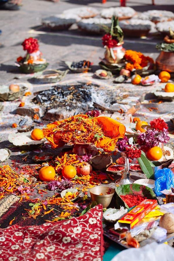 Detalhe de cerimônia hindu em Kathmandu, Nepal fotos de stock