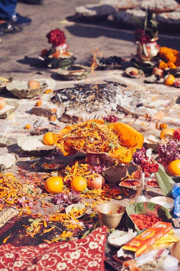 Detalhe de cerimônia hindu em Kathmandu, Nepal imagens de stock