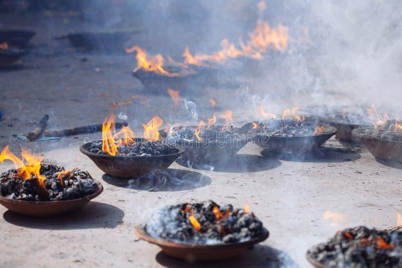 Detalhe de cerimônia hindu em Kathmandu, Nepal imagens de stock royalty free