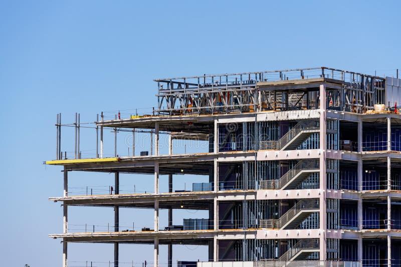 Detalhe de construção sob a construção com armação de aço visível imagens de stock royalty free