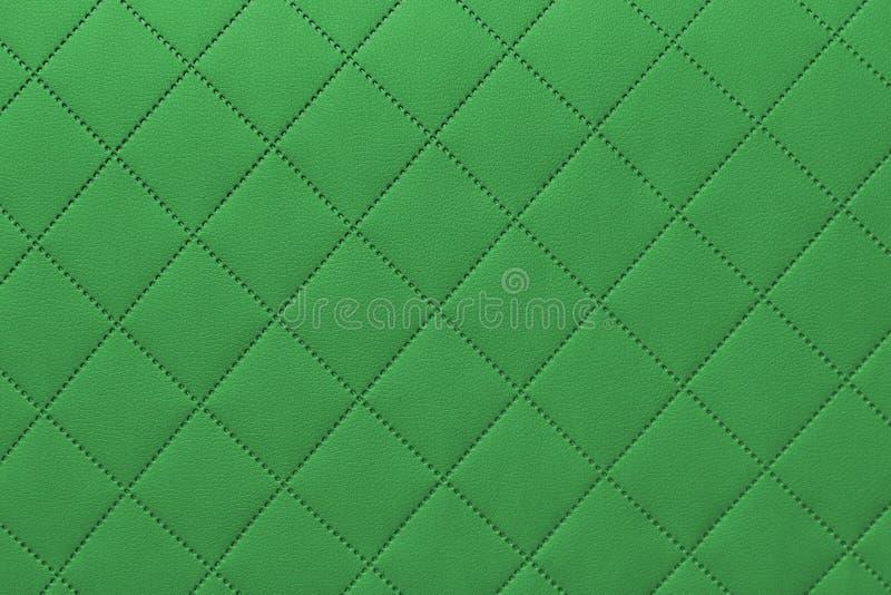 Detalhe de couro costurado verde, teste padrão de couro verde do fundo de estofamento fotos de stock royalty free
