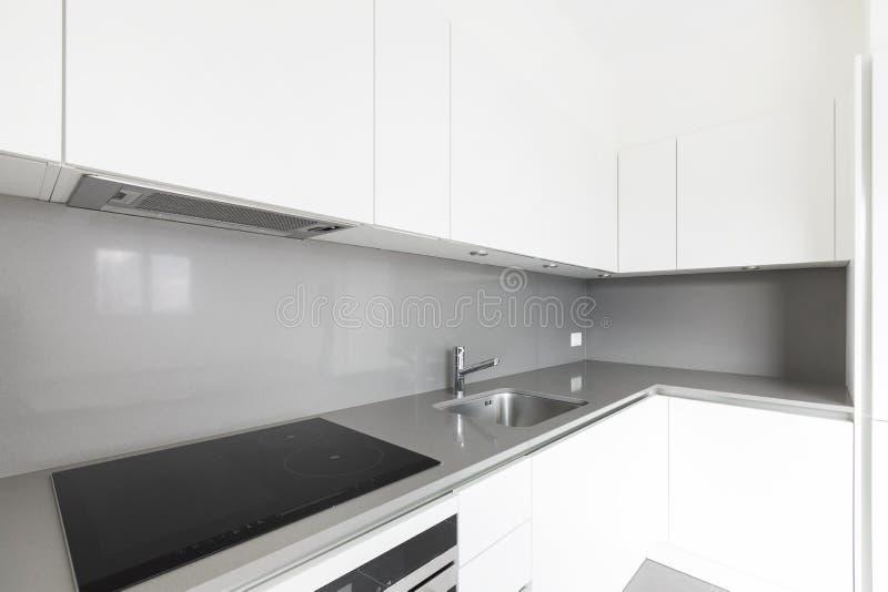 Detalhe de cozinha branca moderna, detalhe de canto, espaço limpo fotografia de stock