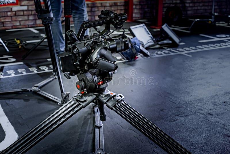 Detalhe de equipamento profissional da câmera, estúdio da produção do filme imagem de stock