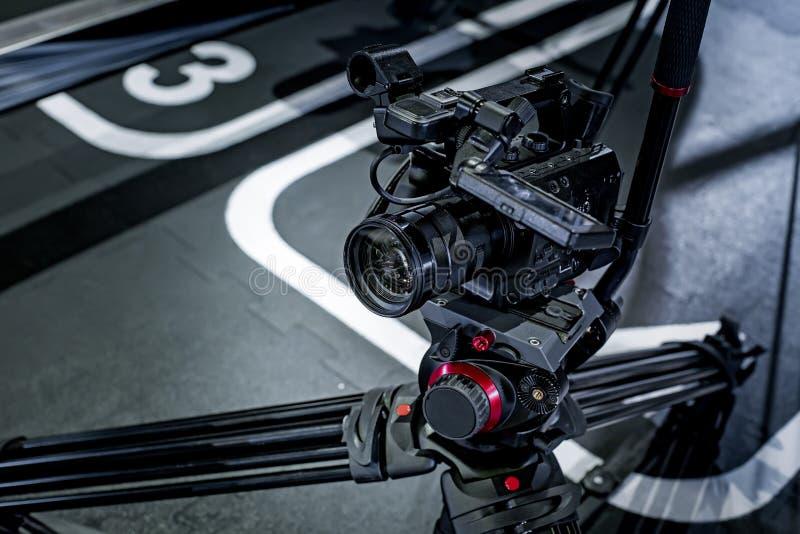 Detalhe de equipamento profissional da câmera, estúdio da produção do filme imagens de stock