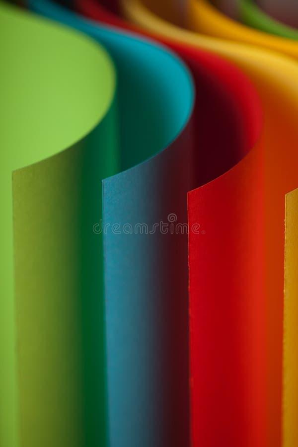 Detalhe de estrutura acenada do papel colorido fotografia de stock royalty free