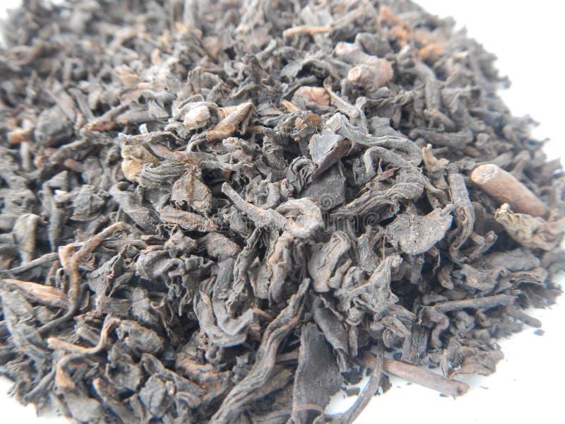 Detalhe de folhas secas de um chá do erh do plutônio imagens de stock