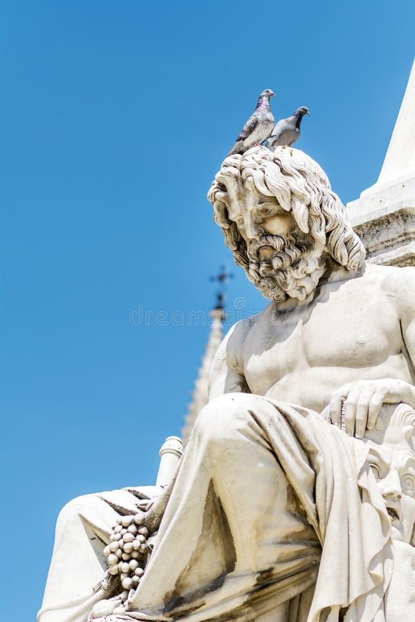 Detalhe de fonte de Pradier em Nimes, França-close up fotografia de stock royalty free