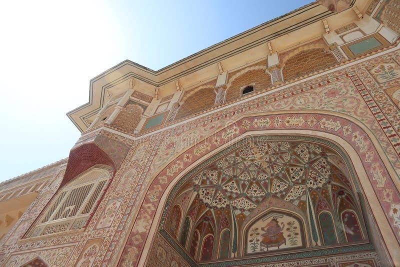 Detalhe de Gateway decorado Forte ambarino Jaipur, Rajasthan imagens de stock