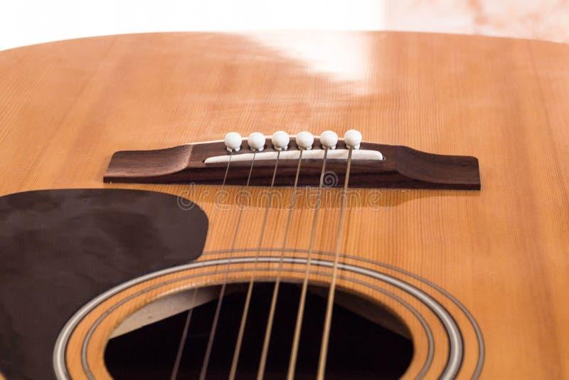 Detalhe de guitarra clássica com campo da profundidade rasa fotografia de stock royalty free