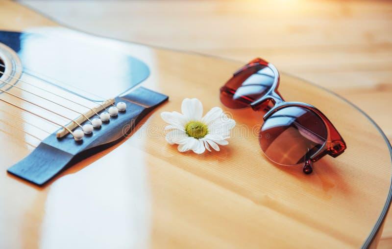 Detalhe de guitarra clássica com profundidade de campo rasa imagens de stock