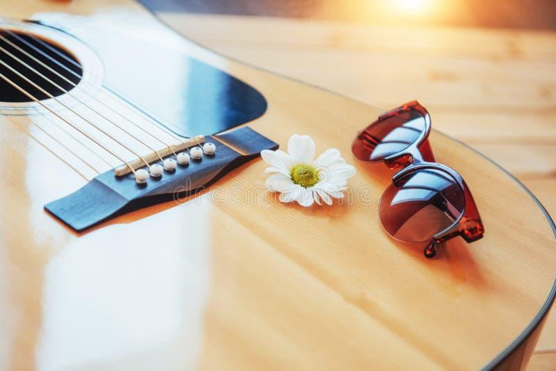 Detalhe de guitarra clássica com profundidade de campo rasa foto de stock