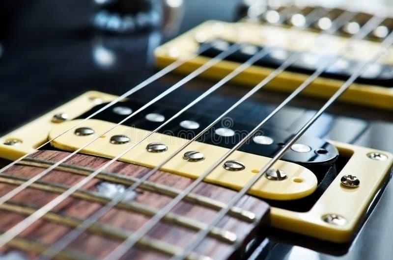 Detalhe de guitarra elétrica da seis-corda fotos de stock