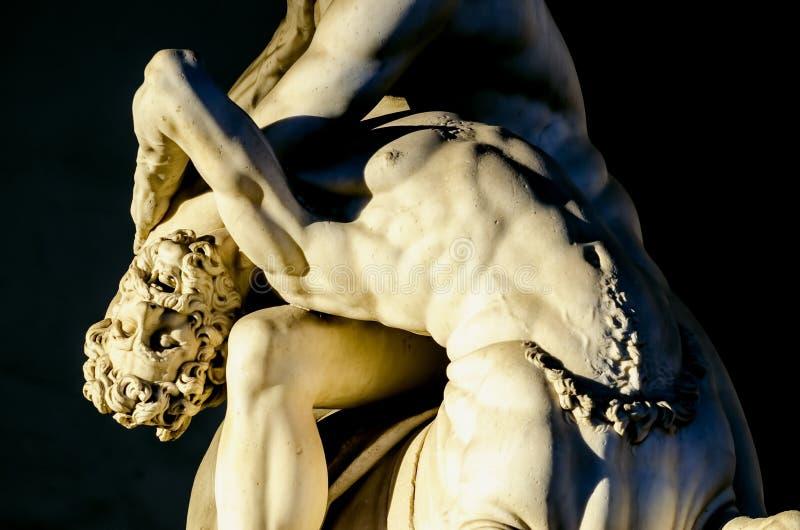 Detalhe de Hercules que luta com centauro Nessus fotos de stock