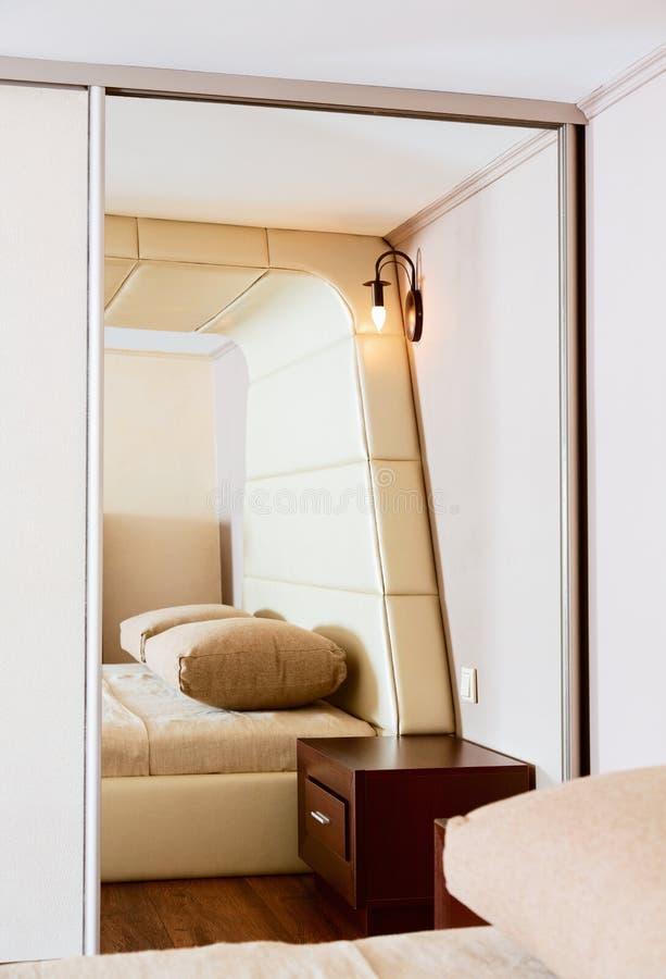 Detalhe de interior moderno do quarto do estilo foto de stock