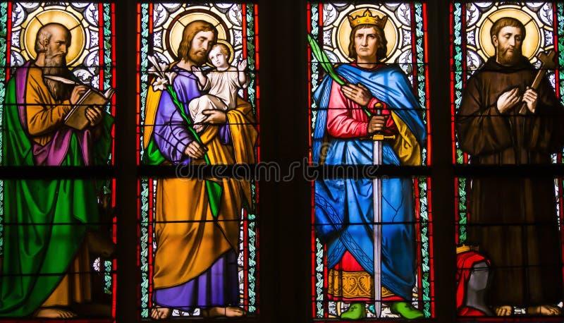 Detalhe de janela de vitral do art nouveau por Alfons Mucha, St Vitus Cathedral, castelo de Praga, República Checa fotos de stock