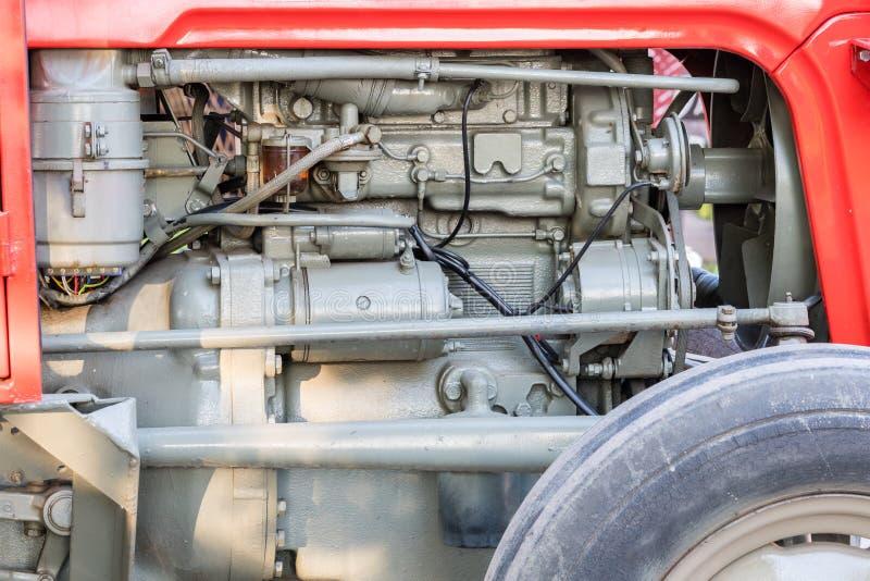 Detalhe de máquina ou de motor do trator Bomba de combustível visível do Whit, acionador de partida de motor, imagem de stock royalty free