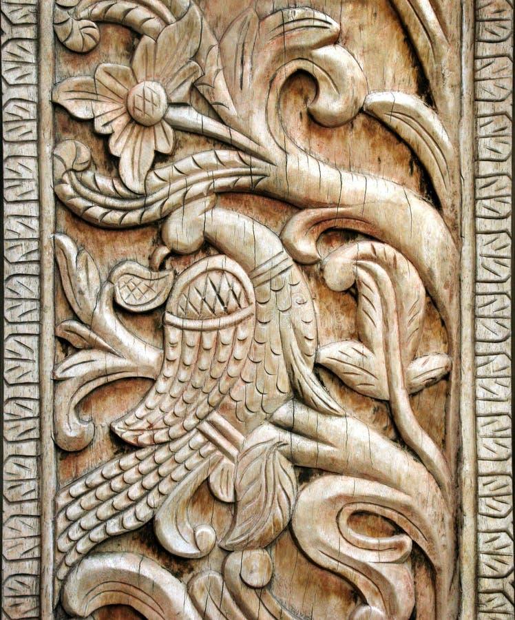 Detalhe de madeira cinzelado do pássaro fotografia de stock