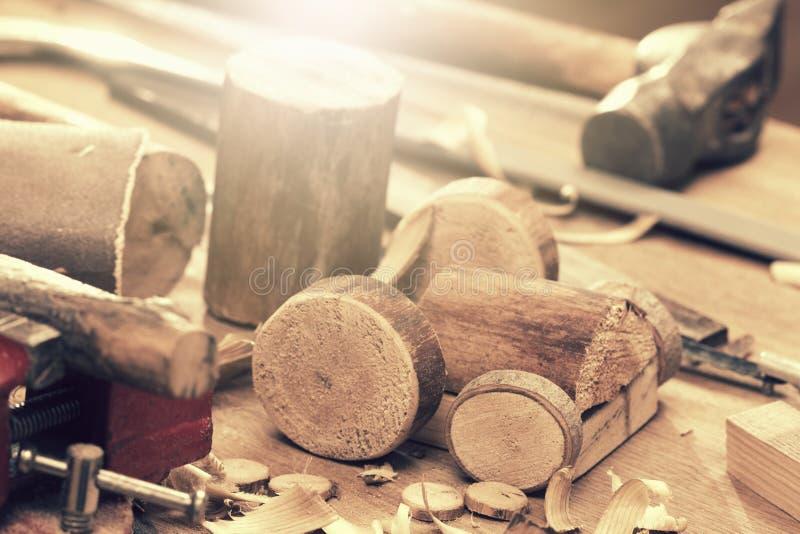 Detalhe de madeira DIY da máquina do trator do brinquedo, ferramenta do carpinteiro foto de stock royalty free