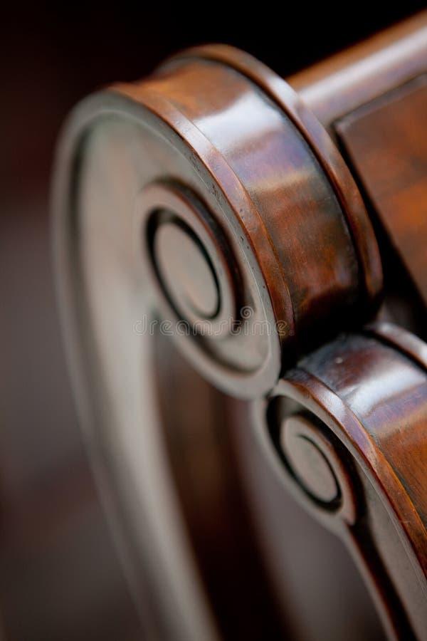 Detalhe de madeira feito à mão da poltrona imagem de stock royalty free
