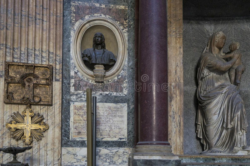 Detalhe de panteão em Roma Interior próximo da vista O panteão era bu imagem de stock royalty free