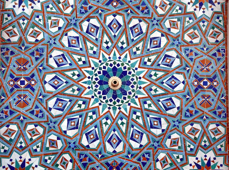 Detalhe de parede do mosaico na mesquita de Hassan II, Casablanca, Marrocos foto de stock royalty free