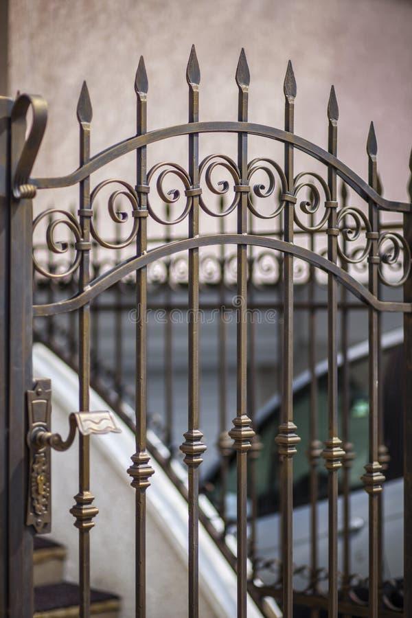 Detalhe de portas do pátio feitas foto de stock royalty free