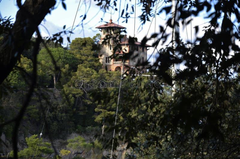 Detalhe de Portofino do palácio através das árvores fotos de stock