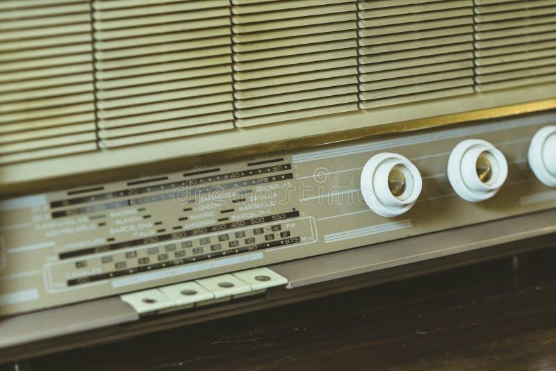 Detalhe de rádio análogo velho fotografia de stock