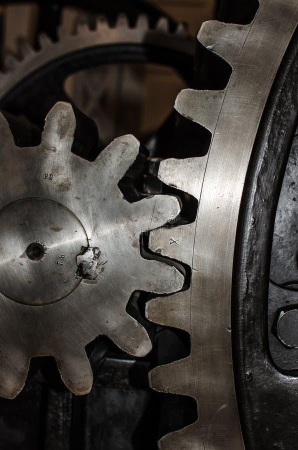 Detalhe de rodas da roda denteada do ferro fotos de stock royalty free