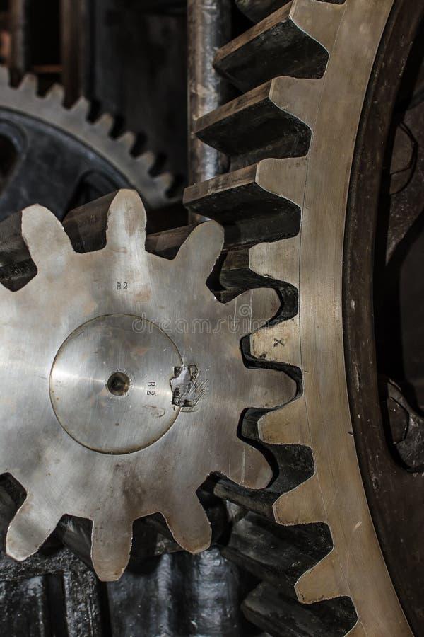 Detalhe de rodas da roda denteada do ferro imagens de stock royalty free