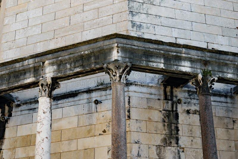 Detalhe de Roman Architecture antigo, palácio do ` s de Diocletian, separação, Croácia foto de stock