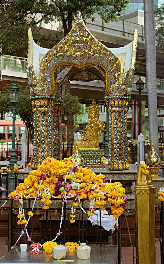 Detalhe de santuário Thao Maha Phrom Shrine de Erawan foto de stock