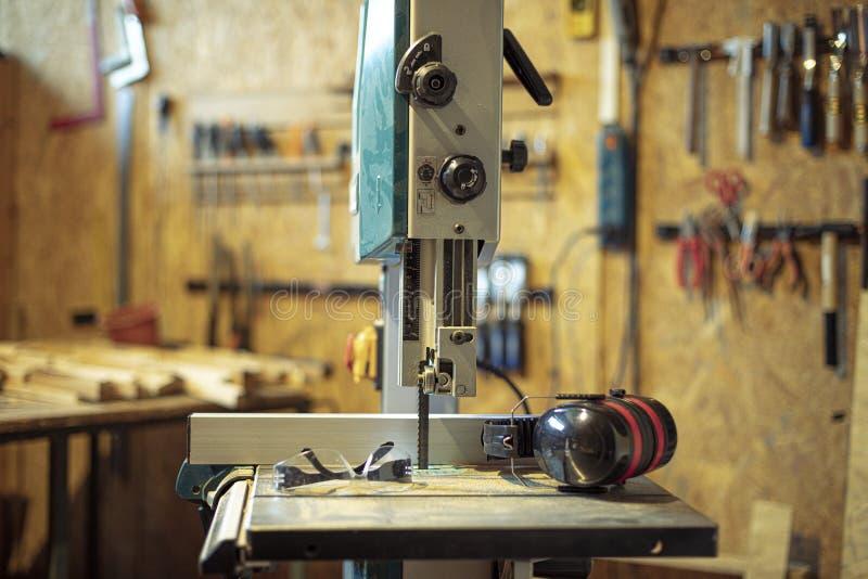 Detalhe de serra de fita da ferramenta do carpinteiro imagens de stock