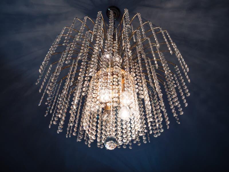 Detalhe de um candelabro de cristal fotografia de stock royalty free