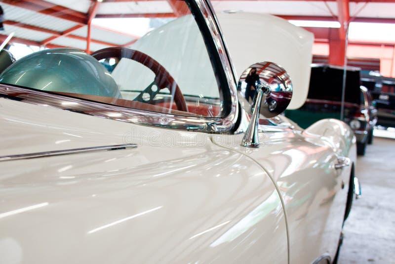 Detalhe de um carro clássico branco foto de stock royalty free