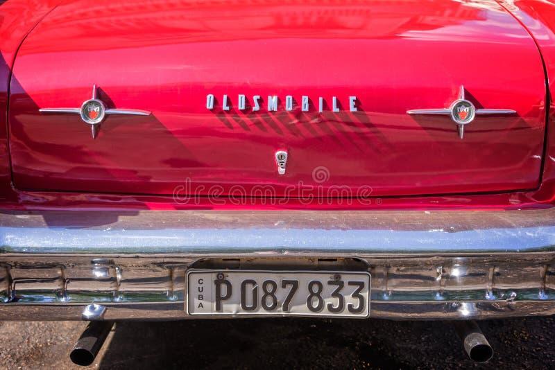 Detalhe de um carro clássico vermelho de Oldsmobile do americano no uba de Havana fotos de stock royalty free