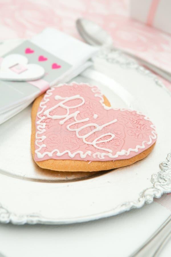 Detalhe de um coração Sugar Biscuit do rosa do vintage para a noiva fotografia de stock royalty free