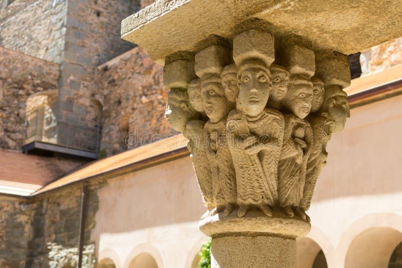 Detalhe de uma coluna do monastério de Sant Pere de Rodes, Espanha imagem de stock royalty free