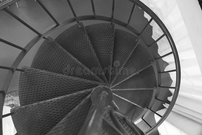 Detalhe de uma escadaria redonda do metal imagem de stock royalty free