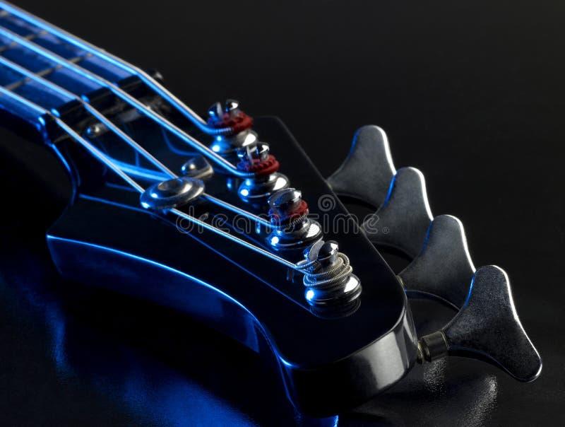 Detalhe de uma guitarra-baixo imagens de stock royalty free